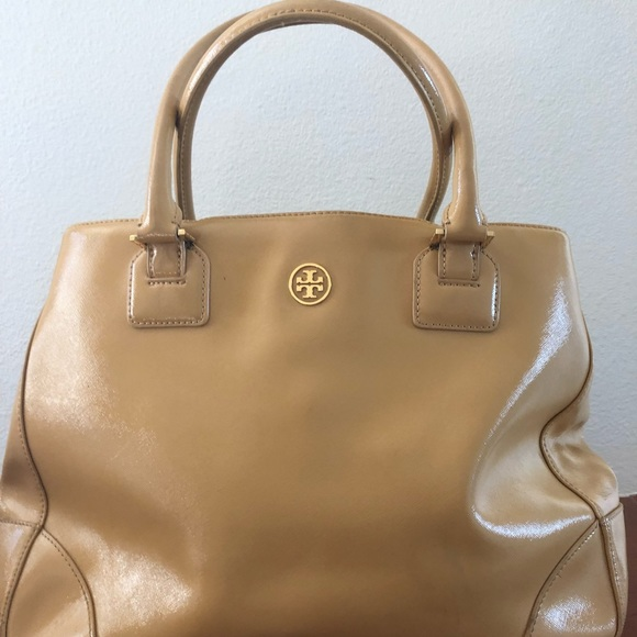d1f249ce9cd Authentic Tory Burch Robinson Patent bag. M 5be1ee545c4452d2bfad24ed